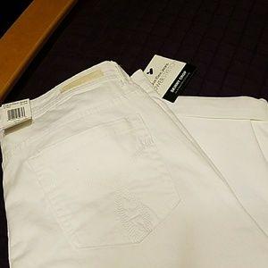 White ladies skinny crop pants